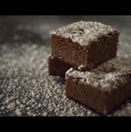 Добре дошло ми е по време на пости! Най-лесното какаово кексче се забърква за минутки, а вкусът му е като на брауни!