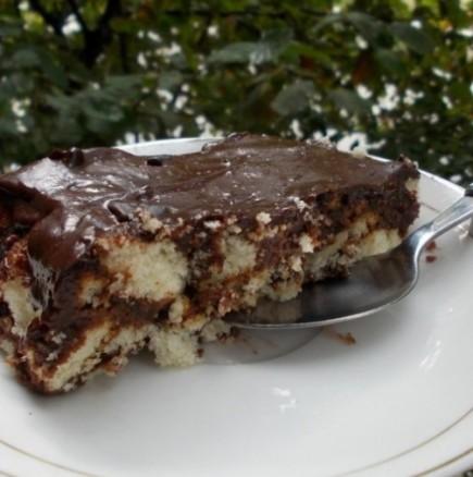 Рошава бисквитена торта с лъжица - ако не си падате по точенето и месенето, това определено ще ви вдъхнови!