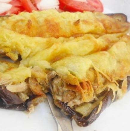 Неустоимо сочни и вкусни: Патладжанени лодки, пълнени с пилешко месце и разтопен кашкавал