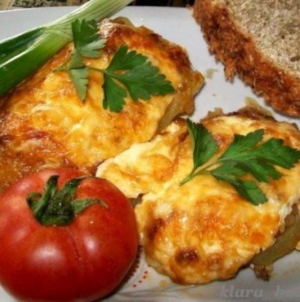 Както и да ги приготвите, тиквичките все са вкусни. Опитайте тези: на фурна, със сочна плънка от сирене и яйца.