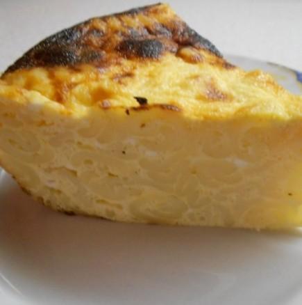 Сочна макаронена баница на спирали с много сирене