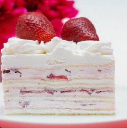 Лесен, евтин и бърз десерт - домашна крем тортичка с ягоди