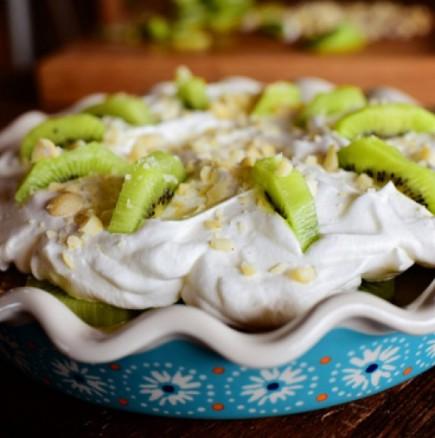 Дори и да не сте на диета спокойно може да се поглезите с този домашно приготвен десерт: Диетична торта с киви