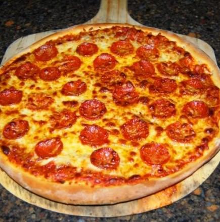 Искате пица? Опитайте тази оригинална рецепта от една италианска пицария - по-вкусно тесто едва ли сте яли!