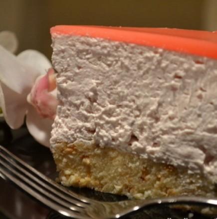 Рециклирана торта от стар козунак и плодово кисело мляко - или как да оползотворим остатъците от козунака