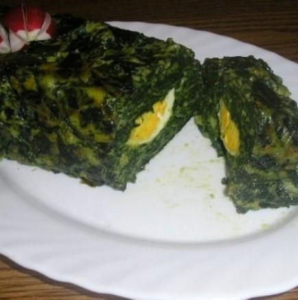 Пролетно руло със спанак и варени яйца - порция зелено настроение на трапезата