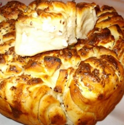 Масленица със сирене - пухкав тутманик със сочна и богата плънка