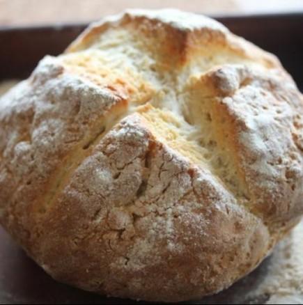 Бърза содена погачка - топла, вкусна и пухкава, чудесна за закуска с парче сирене и шарена сол