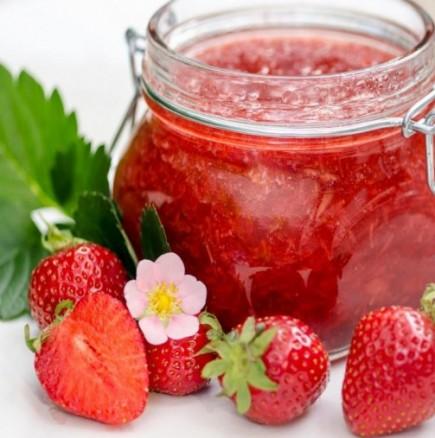 Рецепта за най-вкусното и лесно сладко от ягоди
