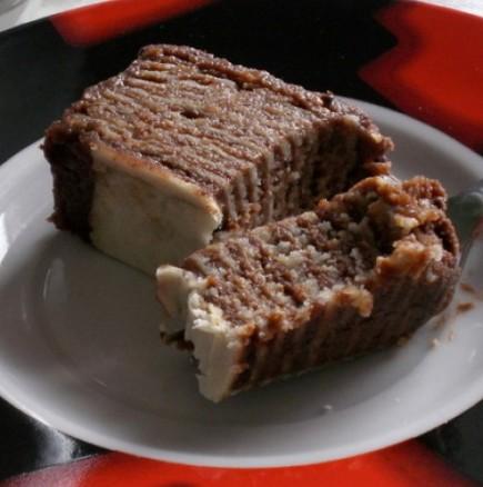 Сараевска торта без печене - нежни бисквитени кори, слепени с пухкав млечен крем и шоколадова глазура за разкош!
