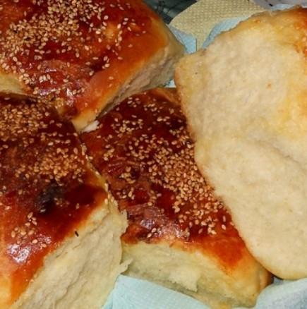 Истински меки пухчета, тези хлебчета ще ви накарат да си чупвате още и още...