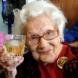 100-годишна жена: Жива съм благодарение на уискито и цигарите!