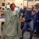 Вижте смелата постъпка на 44-годишна майка на две деца, преди операция за отстраняване на гърдите-Видео