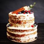 Хапка божествена наслада с неочакван финал: Морковена торта с нежен бял крем и орехи.