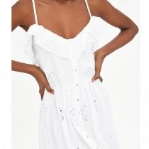 Дами, това са блузите и роклите с романтични мотиви, които ще обожавате това лято (Снимки)