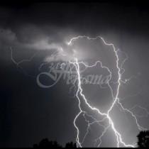 Синоптиците с прогнозата за днес: Дъжд, гръмотевици и порои-Карта на опасните явления