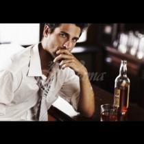 Какъв мъж е според напитката, която поръчва: Чисто уиски-Мъж, който определено знае какво прави, Шотове-Трябва да внимавате