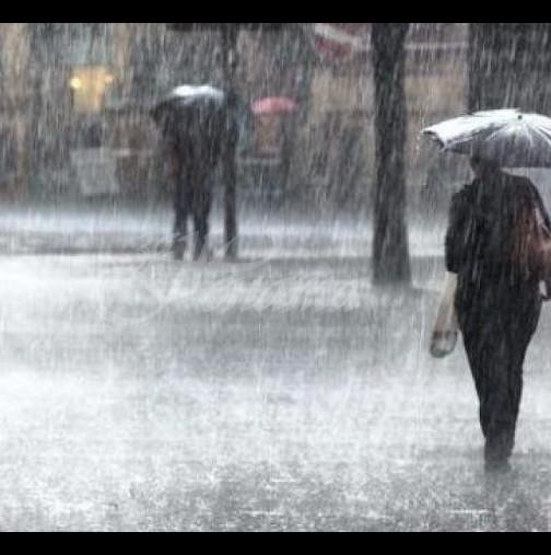 Става страшно над половин Бългрия - Ще вали 3 дни! Оранжев и жълт код за обилни валежи!