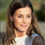 Испанската кралица показа страхотен стил и класа на лятната им почивка с краля на остров Майорка