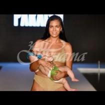 Манекенка излезе на ревю, докато кърми бебето си