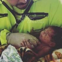 Господ бди над него-Бебе оцеля, след като пъпната му връв се скъса при зверска катастрофа и майка му загина