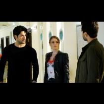 Днес в Черна любов: Емир се връща в къщата и спасява Нихан, но оставя Кемал, Мерджан арестува Емир
