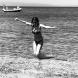 Илиана Раева отново показа перфектна форма на плажа! Снимки от морето