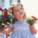 Защо малката Шарлот всеки път е облечена в рокли