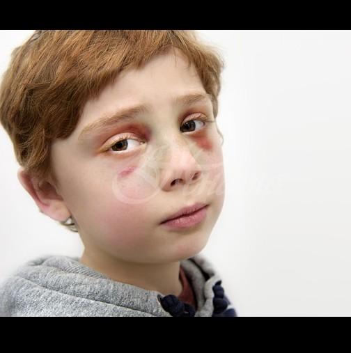 Родители убиват детето си, а след това лекарят открива покъртителна бележка в ръката на момчето