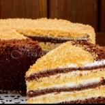 Неприлично вкусна шоколадова торта със заквасена сметана