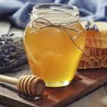 Пчелар с важна информация - фалшивият мед изглежда като истинския, но не съвсем. Ето за какво да внимавате