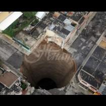 Земята се отваря и поглъща всичко-Причината за огромните дупки