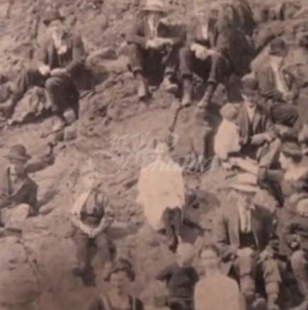 Намериха снимка от 1917 година млад мъж, облечен със съвременни дрехи и прическа