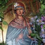 В неделя е голям празник-Почита се покровителката на семейството и рода-Който влезе в къщата, такъв ще е късметът