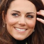 Кейт предизвика доста коментари, заради роклята с която се появи на първия си съвместен ангажимент с Уилям (снимки)