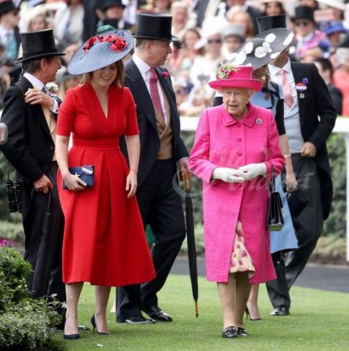 Втората кралска сватба за годината ще се състои днес- Кейт И Меган блеснаха с тоалетите си вече, а булката е приказна