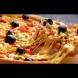 Така се прави идеалното тесто за пица като в ресторанта: тънко и меко в средата, хрупкаво по краищата.