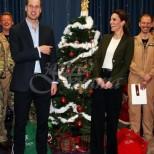Принц Уилям се подигра с тоалета на Кейт Мидълтън
