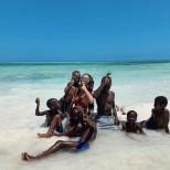 Великите снимки на Николета Лозанова от рождения ден в Занзибар