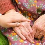 Трябва ли да оставяме възрастните си родители в старчески дом