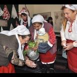 Във вторник е прекрасен празник-Преди изгрев слънце майките с деца правят специален ритуал