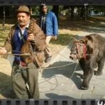 """""""Ничия земя"""" с покъртителен епизод за държавата-стръвница и мечката-касичка"""