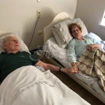 Съпрузи починаха заедно, хванати за ръце след като бяха в брак 70 години