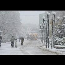 Снегът настъпва мощно! Жълт код за обилен снеговалеж в 11 области