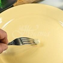 Защо трябва да разтривате чесънът върху чинията, един трик, който всички забравиха!