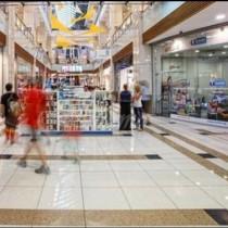 Клиенти на столичен мол погледнаха към тавана и се втрещиха