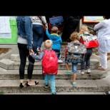 """Във Франция мислят да премахнат думите """"майка"""" и """"баща"""""""