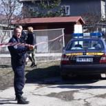 Първи снимки на къщата от четворното убийство в Нови Искър