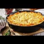 Как да си направим супер лесен и сочен огретен с картофки и кашкавал - умопомрачително вкусен е: