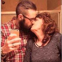 Щастливи заедно: тя е 53 години по-възрастна от съпруга си